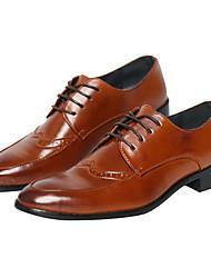 baratos -Homens sapatos Couro Ecológico Primavera / Outono Conforto Oxfords Preto / Marron / Sapatos de vestir