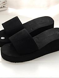 Недорогие -Жен. Обувь Этиленвинилацетат Лето Удобная обувь Тапочки и Шлепанцы Туфли на танкетке Круглый носок для Повседневные Черный Красный