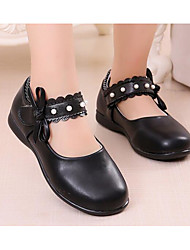 Недорогие -Девочки обувь Полиуретан Весна Осень Крошечные Каблуки для подростков Удобная обувь Обувь на каблуках для Повседневные Белый Черный