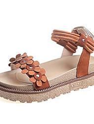 billige -Dame Sko PU Forår / Sommer Komfort Sandaler Lave hæle Rund Tå Beige / Mørkebrun