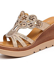 Недорогие -Жен. Обувь Лак Лето Удобная обувь Сандалии Микропоры для Золотой
