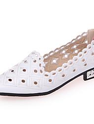 Недорогие -Жен. Обувь Полиуретан Осень Удобная обувь На плокой подошве На плоской подошве Круглый носок Заклепки Белый / Черный / Бежевый