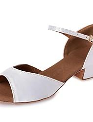preiswerte -Mädchen Schuhe für den lateinamerikanischen Tanz Seide Absätze Band-Bindung Blockabsatz Maßfertigung Tanzschuhe Weiß / Leder