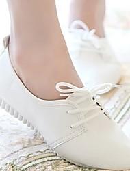 Недорогие -Жен. Обувь Полиуретан Лето Удобная обувь Туфли на шнуровке На плоской подошве Белый / Черный