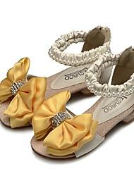 Недорогие -Девочки Обувь Полиуретан Лето Детская праздничная обувь / Крошечные Каблуки для подростков Обувь на каблуках Бант для Дети Бежевый