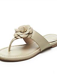 Недорогие -Жен. Обувь Кожа Лето Удобная обувь Тапочки и Шлепанцы На плоской подошве Открытый мыс Цветы из сатина Белый / Черный / Миндальный