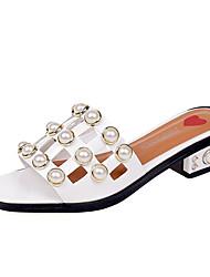 baratos -Mulheres Sapatos Couro Ecológico Verão Chanel Chinelos e flip-flops Salto Robusto Pérolas Sintéticas Branco / Preto