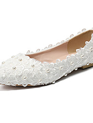 Недорогие -Жен. Обувь Полиуретан Наступила зима Удобная обувь Свадебная обувь На плоской подошве Заостренный носок Жемчуг / Цветы из сатина Белый / Свадьба / Для вечеринки / ужина