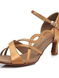 Недорогие -Жен. Обувь для латины Сатин Сандалии / На каблуках Пряжки Тонкий высокий каблук Персонализируемая Танцевальная обувь Коричневый