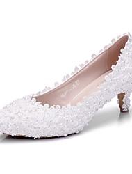 preiswerte -Damen Schuhe PU Frühling Sommer Pumps Hochzeit Schuhe Niedriger Heel Spitze Zehe Perle Weiß / Party & Festivität