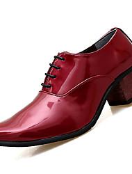Недорогие -Муж. Полиуретан Осень Удобная обувь Туфли на шнуровке Белый / Черный / Красный