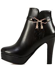 Недорогие -Жен. Полиуретан Наступила зима Удобная обувь / Модная обувь Ботинки На шпильке Ботинки Белый / Черный