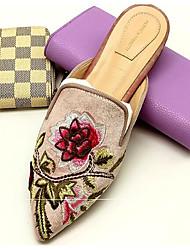 Недорогие -Жен. Комфортная обувь Замша Лето Башмаки и босоножки На плоской подошве Цвет радуги / Коричневый / Телесный