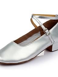 baratos -Mulheres Sapatos de Dança Moderna Couro Envernizado Sandália / Salto Recortes Salto Grosso Personalizável Sapatos de Dança Prata