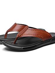 abordables -Homme Chaussures de confort Polyuréthane Eté Simple Chaussons & Tongs Ne glisse pas Noir / Marron