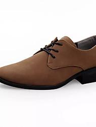 baratos -Homens Sapatos Confortáveis Camurça Primavera Casual Oxfords Respirável Marron / Vermelho / Castanho Escuro