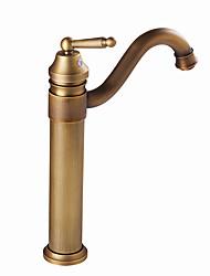 Недорогие -Ванная раковина кран - Вращающийся Старая латунь / Античная медь / Электропокрытие По центру Одной ручкой одно отверстиеBath Taps