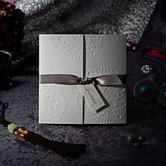 """זול הזמנות לחתונה-משולש הזמנות לחתונה כרטיסי הזמנה סגנון פורמלי סגנון וינטג' סגנון פרחוני נייר עם תבליטים 6""""×6"""" (15*15ס""""מ) קשתות"""