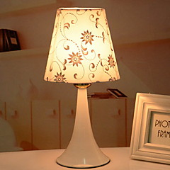 tanie Dekorativní osvětlení-Współczesny współczesny Nowy design Lampa stołowa Na Sypialnia / Gabinet / Pokój do nauki Metal 220v