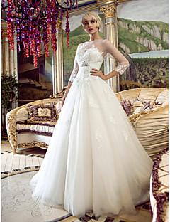billiga Prinsessbrudklänningar-A-linje / Prinsessa Bateau Neck Hovsläp Tyll Bröllopsklänningar tillverkade med Bård / Applikationsbroderi / Bälte / band av LAN TING BRIDE® / Illusion / Genomskinliga