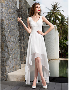 billiga A-linjeformade brudklänningar-A-linje V-hals Asymmetrisk Georgette Bröllopsklänningar tillverkade med Veckad / Sidodraperad av LAN TING BRIDE® / Liten vit klänning