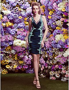 Χαμηλού Κόστους Με την υπογραφή της AURORA Couture-Ίσια Γραμμή Λαιμόκοψη V Μέχρι το γόνατο Ζέρσεϊ Κοκτέιλ Πάρτι Φόρεμα με Διακοσμητικά Επιράμματα / Πιασίματα με TS Couture®