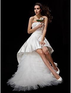 billiga Balbrudklänningar-Balklänning Axelbandslös Asymmetrisk Satäng / Tyll Bröllopsklänningar tillverkade med Applikationsbroderi / Bälte / band / Blomma av LAN