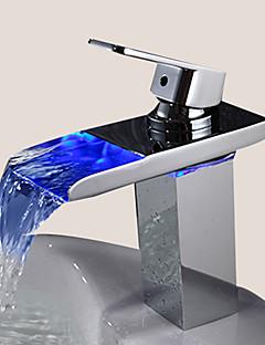 billige Sprinkle® LED Kraner-Sprinkle® Baderomskraner  ,  Moderne  with  Krom Enkelt Håndtak Et Hull  ,  Trekk  for LED