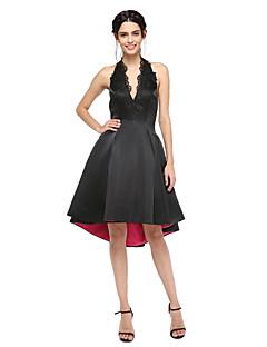 billiga Balklänningar-A-linje Halterneck Asymmetrisk Satäng Cocktailfest / Bal Klänning med Applikationsbroderi Plisserat av TS Couture®