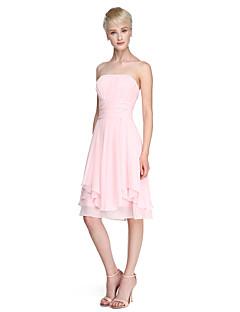 billige Romantisk rosa-A-linje Prinsesse Stroppeløs Knelang Chiffon Brudepikekjole med Drapering Bølgemønster av LAN TING BRIDE®