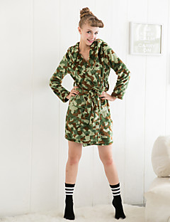 Hot sale camouflage hooded flannel sleepwear for kvinner
