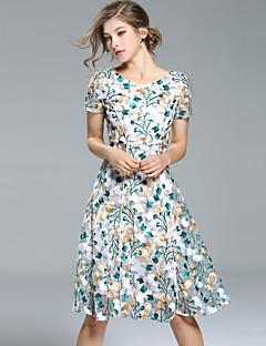 Damen A-Linie Hülle Kleid-Ausgehen Lässig/Alltäglich Einfach Street Schick Anspruchsvoll Stickerei Rundhalsausschnitt Midi Kurzarm