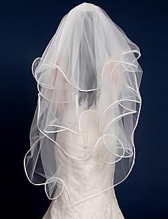 Недорогие -Четыре слоя С лентой по краю Свадьба Свадебные вуали Фата до кончиков пальцев С Лента Тюль