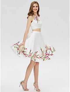 billiga Cocktailklänningar-A-linje Prydd med juveler Kort / mini Satäng Tvådelad Cocktailfest / Bal Klänning med Broderad / Tryck av TS Couture®