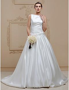 billiga Plusstorlek brudklänningar-Balklänning Bateau Neck Kapellsläp Satäng / Stretchig satäng Bröllopsklänningar tillverkade med Knappar / Draperad / Skärp / Band av LAN