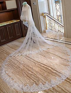 billiga Brudslöjor-Två lager Brudkläder Bröllop Brudslöjor Kapell Slöjor Katedral Slöjor Med Utspridda pärlbroderi blommotiv Spets Tyll