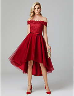 billiga Cocktailklänningar-A-linje Off shoulder Asymmetrisk Spets på tyll Kort och lång Cocktailfest Klänning med Rosett(er) av TS Couture®