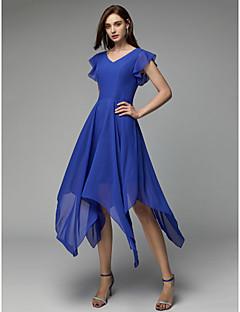 billiga Cocktailklänningar-A-linje V-hals Asymmetrisk Chiffong Cocktailfest Klänning med Plisserat av TS Couture®
