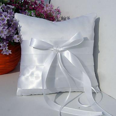 anillo de la almohada de raso blanco con fajín y el arco