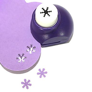 diy snijgereedschap mini metalen sneeuwvlok patroon punch (willekeurige kleur)