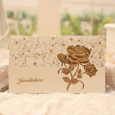 """billige Bryllupsinvitasjoner-Tre Fold Bryllupsinvitasjoner 50 - Invitasjonskort Klassisk Stil / Blomster stil Perle-papir 7 1/2 """"×6 1/4"""" (19*13.5cm)"""