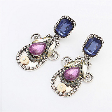 Boucles d'oreilles diamant atmosphère élégante style féminin classique élégant