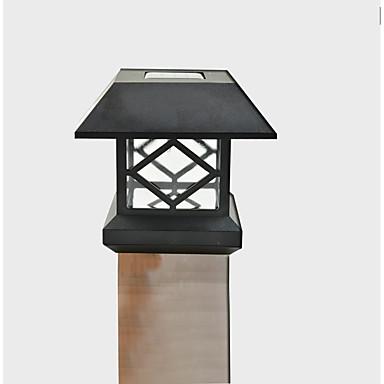 montaje en blanco de post casquillo solar valla cubierta de luz de la lámpara cerca del jardín al aire libre