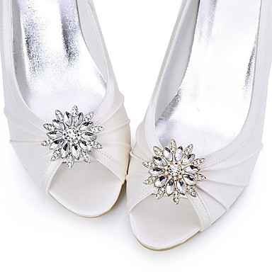 metalliseos koristeellinen aksentti timantti kengät