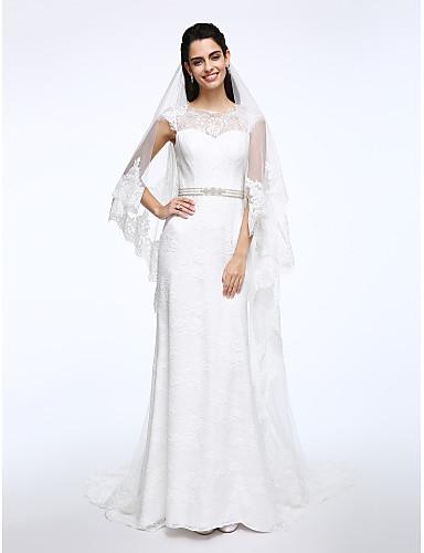 Tubinho Bateau Neck Cauda Escova Renda Vestido de casamento com Faixa / Fita Botão de LAN TING BRIDE®