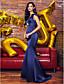 Trompet / Deniz Kızı V-Yaka Süpürge / Fırça Kuyruk Saten Pileler ile Balo Resmi Akşam Elbise tarafından TS Couture®