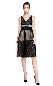 A-linje V-hals Knælang Blondelukning Tyl Cocktailparty / Skolebal Kjole med Perlearbejde Sidedrapering ved TS Couture®