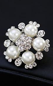 Femme Broche Strass Perle Alliage Fleur Or Argent Fleur Mode Européen Bijoux Mariage Quotidien Bijoux de fantaisie